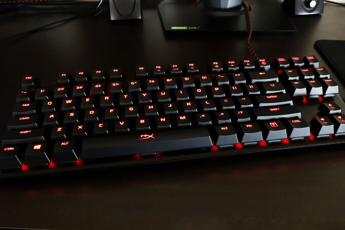 赤黒デザインが格好良い